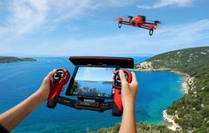 This artcle is about super cool drone from Parrot. Called Parrot Bebop and it comes with special controller. Parrot Bebop the best drone for weekend fun. Drone App, Ar Drone, Drone Quadcopter, Camera Drone, Gadget Magazine, Must Have Gadgets, Ipad, Radio Control, Deutsch