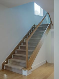 Stair railing and carpet. House Staircase, Staircase Remodel, Wood Staircase, Staircase Railings, Bannister, Oak Handrail, Glass Stairs Design, Home Stairs Design, Stair Railing Design