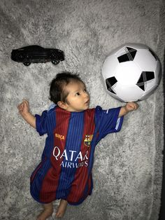 Newborn Baby Photos, Soccer Ball, Crafts For Kids, Baby Girl Photos, Crafts For Children, Kids Arts And Crafts, European Football, European Soccer, Soccer