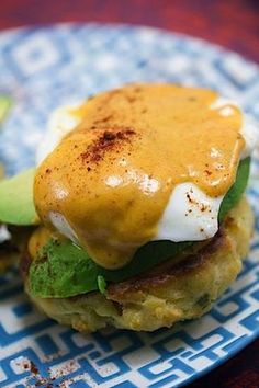 Eggs Benedict with Chipotle Hollandaise Mexican Eggs Benedict -- With homemade chorizo biscuits, avocado, and chipotle hollandaise sauce, this Mexican Eggs Benedict will quickly become your new favorite brunch recipe! Mexican Breakfast Recipes, Breakfast Dishes, Breakfast Time, Best Breakfast, Mexican Food Recipes, Chorizo Breakfast, Mexican Brunch, Breakfast Pizza, Eggs Benedict Recipe