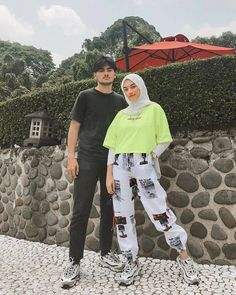 Inspiration Hijab Style Outfit of The Day (OOTD) 2019 Remaja Indonesia Positif, Kreatif & Ceria 😍😘😘😘😘 . Modern Hijab Fashion, Street Hijab Fashion, Hijab Fashion Inspiration, Muslim Fashion, Hijab Look, Hijab Style, Hijab Chic, Casual Hijab Outfit, Casual Outfits