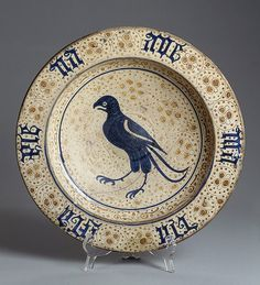 plate with depiction of a falcon majolica valencia 15s