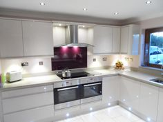 Nice small kitchen done by Steve Murphy Interiors in South Benfleet. Remo Beige makes a kitchen look sleek and seem bigger because of the handleless style - http://www.sncollection.co.uk/real-kitchens/real-kitchen-projects/remo-beige-steve-murphy-interiors-ltd.html