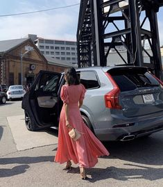 Aimee Song of Song of Style takes the Volvo Luxury SUV to shows during New York Fashion Week Aimee Song, Song Of Style, Volvo Cars, Volvo Xc90, Luxury Suv, Swedish Design, Yolo, Pure Products, Songs