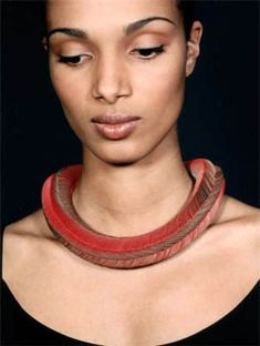 Paper necklace Nel Linssen