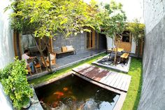 50 fish pond garden ideas for beautiful backyard 31 Courtyard Design, Pond Design, Courtyard House, Garden Design, Modern Tropical House, Tropical Houses, Ponds Backyard, Backyard Patio, Fish Pond Gardens