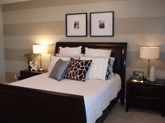 Cambiar el estilo y aspecto de tu habitación puede ser más sencillo de lo que crees. No necesitas cambiar mobiliario o ropa de cama... añade rayas a tus paredes y verás el resultado...