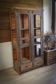 Always Trendy Pallet Wooden hutches Projects - Industrial Furniture, Pallet Furniture, Rustic Furniture, Furniture Design, Furniture Plans, Pallet Hutch, Wood And Metal, Wood Pallets, Barn Wood