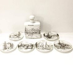 Vintage German set of liqueur flask, hip flaskcarafe, and 6 small plates with images of German cities, porcelain, German landscapes  Dating back to the years 1970-80, this Altenkunstadt porcelain carafe has the characteristics of the ancient cities of Germany, realized in a wonderful line of line drawing in pen and ink.  White porcelain with black and dark gray designs.  Beautiful vintage monochrome carafe with cork and 6 plates of 9.5 cm D ..  Black and white illustration of the old town of…
