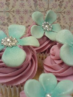 Pearled cup cakes