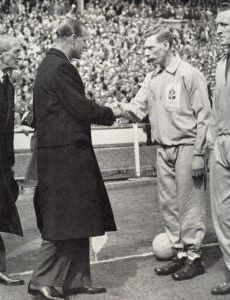 FA Cup Final 1959 Luton Town v Nottingham Forest Sid Owen, Luton's captain, being presented to HRH Prince Philip Luton Town Fc, Nottingham Forest Fc, Association Football, Fa Cup Final, Most Popular Sports, Prince Philip, World Cup, Monochrome, British