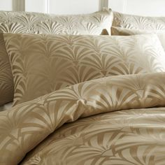 Fountain Deco pillowshams are a perfect choice to add some Glamour into your boudoir. Its wonderful Art Deco Jacquard design catches the light with it's two tone colouration. Queen Bedding Sets, Luxury Bedding Sets, Duvet Sets, Gold Bed, Bed Spreads, Bed Sheets, Fountain, Duvet Covers, Art Deco