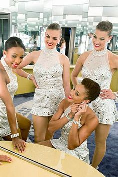 Makeup Secrets from the Rockettes The Rockettes' secrets to long-lasting, glamorous makeup (Did you know they do it themselves?)The Rockettes' secrets to long-lasting, glamorous makeup (Did you know they do it themselves? Hair And Makeup Tips, Best Makeup Tips, Beauty Makeup, Hair Makeup, Dance Competition Makeup, Belly Dance Makeup, Pageant Makeup, Dance Hairstyles, Hooded Eye Makeup
