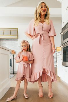 Mom And Baby Dresses, Dresses Kids Girl, Cute Dresses, Mom Daughter Matching Outfits, Mommy And Me Outfits, Mother Daughter Fashion, Ideias Fashion, Girl Fashion, Tea Party Dresses