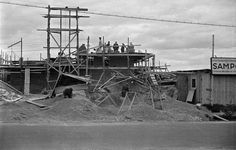 Herttoniemi, rakennustyömaa. n. 1954 Kuvaaja: Väinö Kannisto. Lähde: HKM. Utility Pole