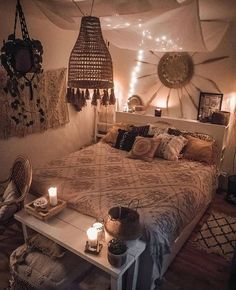 Böhmische Schlafzimmer Dekor Ideen Best Picture For dorm decor For Your Taste You are looking for something, and it is going to tell you exactly what . Bohemian Bedroom Design, Bedroom Designs, Bohemian Bedrooms, Bedroom Ideas, Bedroom Setup, Beach Style Bedroom Decor, Bohemian Decorating, Rustic Bedrooms, Apartment Bedroom Decor