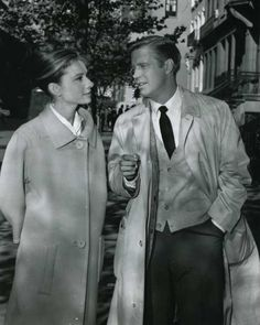 Audrey Hepburn and George Peppard photographed together during the production of Breakfast at Tiffany's, in NYC, New York, November 1960 Golden Age Of Hollywood, Hollywood Stars, Classic Hollywood, Old Hollywood, Hollywood Images, George Peppard, Audrey Hepburn Quotes, Audrey Hepburn Style, Carla Bruni