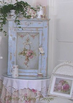 Original french basket on cabinet Cottage Furniture, Painted Furniture, Shabby Chic Pink, Shabby Chic Decor, Shabby Chic Farmhouse, Hand Painted Furniture, Shabby Chic Cottage, Cottage Decor, Vintage Chic
