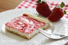 Cheesecake met aardbeienjam.