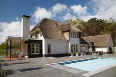 Groot huis met zwembad en veranda
