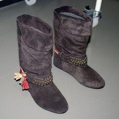 2x HOST PICK Isabel Marant Pour H&M suede boots Soft suede boots with chain details - leather soles, genuine suede - comes job original box + dust bag - euro 37 - fit true to size Isabel Marant Shoes