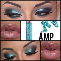 Turquoise smokey eye