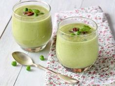 Check out Peas and Leek Soup with Dill, Bacon Crumble and Sour Cream recipe and more from Sur La Table! Yummy Snacks, Healthy Snacks, Yummy Food, Healthy Recipes, Healthy Eats, Pizza Lover, Leek Soup, Caldo, Chowder Recipes