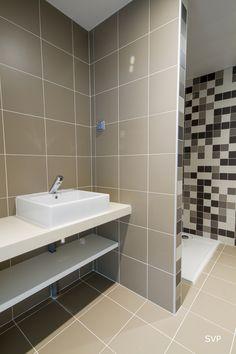 Casa-de-banho nos escritórios da SVP em Saint-Ouen, França