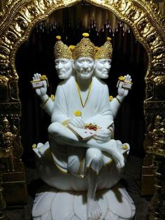 Sai Baba Pictures, God Pictures, Sai Baba Miracles, Hiit Workout Videos, Shirdi Sai Baba Wallpapers, Sai Baba Hd Wallpaper, Swami Samarth, Traditional Stories, Baba Image