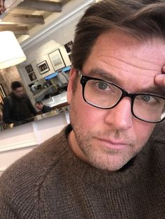 """fymichaelweatherly: """"Check out Michael's twitter feed - he's online and answering Qs :) """""""
