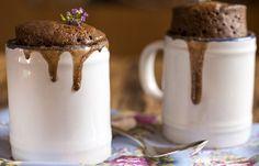 Receita Dedo de Moça: Bolo de caneca de chocolate. Mistura, coloca no micro-ondas e pronto!