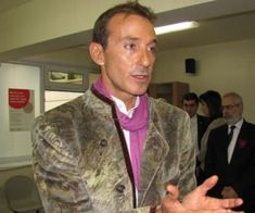 Ministrul Justiției din Madagascar a declarat că extrădarea lui Radu Mazăre este o chestiune de câteva zile. Conform acestuia, dosarul de extrădare va fi ga... Madagascar, Joi, Blazer, Shirt Dress, Mens Tops, Jackets, Shirts, Dresses, Fashion
