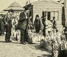 Arnavutköy'de çilek pazarı 1900 başları