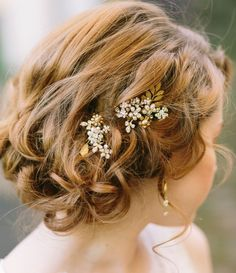 Editor's Pick: Dazzling Wedding Hairstyles. To see more: http://www.modwedding.com/2014/09/04/editors-pick-dazzling-wedding-hairstyles/ #wedding #weddings #wedding_hairstyle Featured Photographer: U Me Us Studios