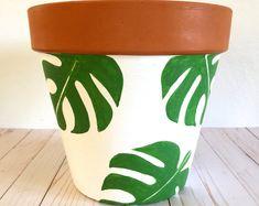 Painted Flower Pots, Painted Plant Pots, Terracotta Plant Pots, Decorated Flower Pots, Flower Pot Art, Flower Pot Design, Flower Pot Crafts, Clay Pot Crafts, Pottery Painting Designs