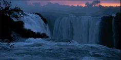 La puesta del sol en las cataratas.