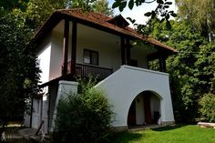Locul de unde nu am mai fi plecat -Vila Golescu Turism Romania, Interior Architecture, Interior And Exterior, Rural House, Traditional House, Design Case, 1, Cottage, Outdoor Structures