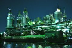 20131201 by tsuyoshi Nagai Oil Refinery, Industrial Photography, Dieselpunk, Empire State Building, The Dreamers, Factories, Landscape, Architecture, Night