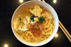 Malaisie – Un grand bol de Mee. Des nouilles mélangées à des œufs, des légumes et des épices