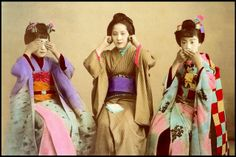 Two MAIKO and a GEISHA - this is a hand-colored albumen print from the Japanese Prints, Japanese Art, Japanese Style, Vintage Photographs, Vintage Photos, Japan Landscape, Japanese Festival, Wise Monkeys, See No Evil