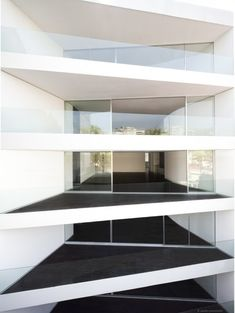 Triangular balconies. Residential project in Mexico City. 'Amsterdam 307' / Dellekamp Arquitectos.