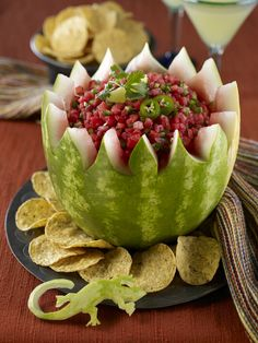 Carve a Watermelon Salsa Bowl for our 4th of July festivities! #watermeloncarving #eatmorewatermelon