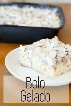 Receita deliciosa de bolo gelado coberto por coco! Bolo molhadinho, típico dos aniversários dos anos 80, faça em casa este bolo fácil #bolo #receita #bologelado