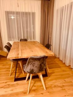 Masa lemn masiv cu picioare metalice la comanda Dining Table, Furniture, Home Decor, Homemade Home Decor, Dinning Table Set, Home Furnishings, Interior Design, Dining Rooms, Dining Room Table
