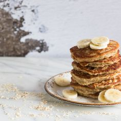 Delicious and very healthy banana pancakes with coconut and oatmeal. Perfect for your every day breakfast or as a special treat in the weekend Good Morning Breakfast, Eat Breakfast, Breakfast Recipes, Banana Pancakes, Pancakes And Waffles, Good Food, Yummy Food, Banana Coconut, Real Food Recipes