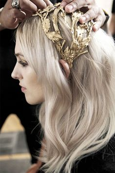 FASHION | Crowned in Gold || Go tête-à-tête with the season's most distinctive accessory of elaborate golden headpieces, on www.TheLightOfNow.com