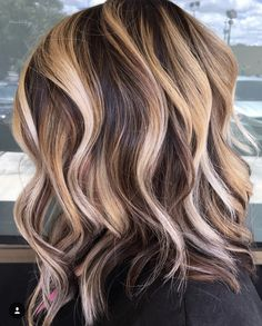 hair inspiration caramel Wonderful caramel hair color and dimension Hair Color And Cut, Ombre Hair Color, Hair Color Balayage, Cool Hair Color, Brown Hair Colors, Hair Colour, Light Hair Colors, Latest Hair Color, Fall Hair Colors