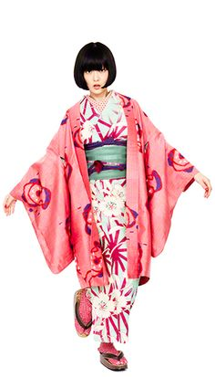 The shawl on a dress! Yukata Kimono, Kimono Dress, Traditional Japanese Kimono, Traditional Dresses, Japanese Outfits, Japanese Fashion, Modern Kimono, Geisha, Kimono Design