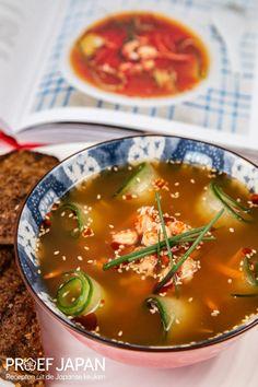 Recept: Misosoep met rivierkreeftjes (uit Het Miso Kookboek) | Proef Japan Curry, Ethnic Recipes, Food, Seeds, Meal, Essen, Hoods, Curries, Meals