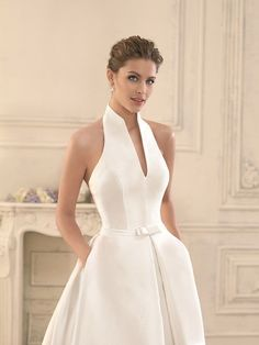 Evening dresses - Albina weddingdress Classic wedding dresses with a twist that is the best wa – Evening dresses Ball Dresses, Sexy Dresses, Vintage Dresses, Ball Gowns, Evening Dresses, Fashion Dresses, Prom Dresses, Formal Dresses, Red Formal Gown